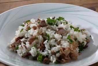 お腹に優しいヘルシー365レシピ「牛肉とパセリのチャーハン」の出来上がり写真