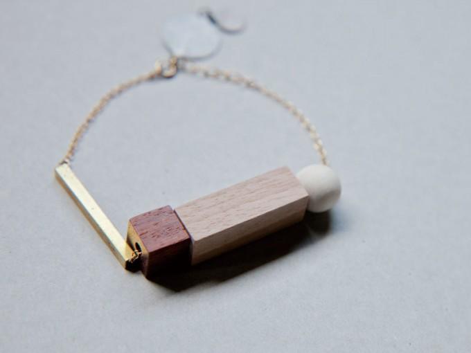 lito ao(リトアオ)のアクセサリー、真鍮×木材のブレスレット