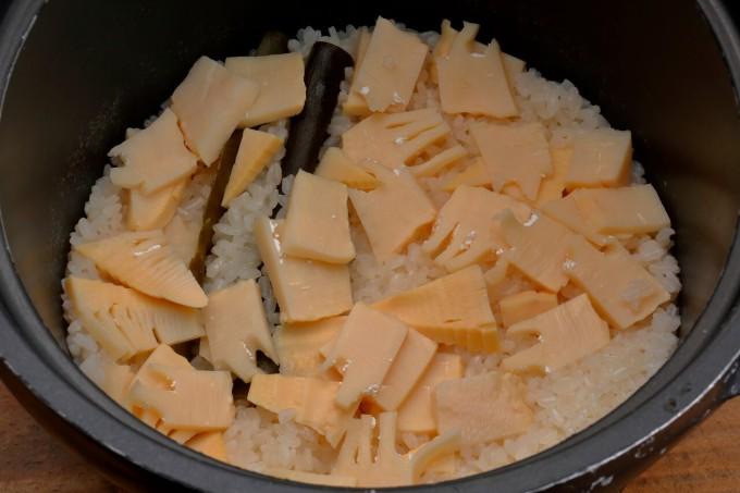 お腹に優しいヘルシー365レシピ「たけのこの炊き込みご飯」の出来上がり写真