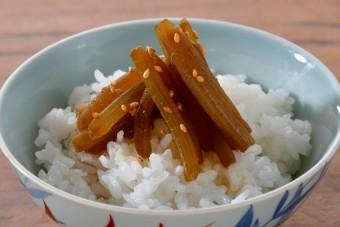 お腹に優しいヘルシー365レシピ「ふきのきゃらぶき煮のっけ」の出来上がり写真