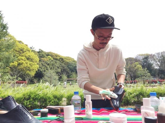 公園でプロと一緒に靴磨き。心が晴れやかになる「aozora靴磨き教室」