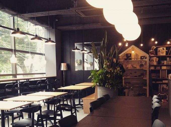 ヴィーガン料理のレストランエイタブリッシュの店内
