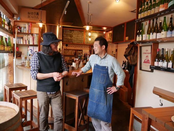 ヴァン・ナチュールに魅了された小平尚典さんと、イタリアン出身のシェフ飯野究さんの写真