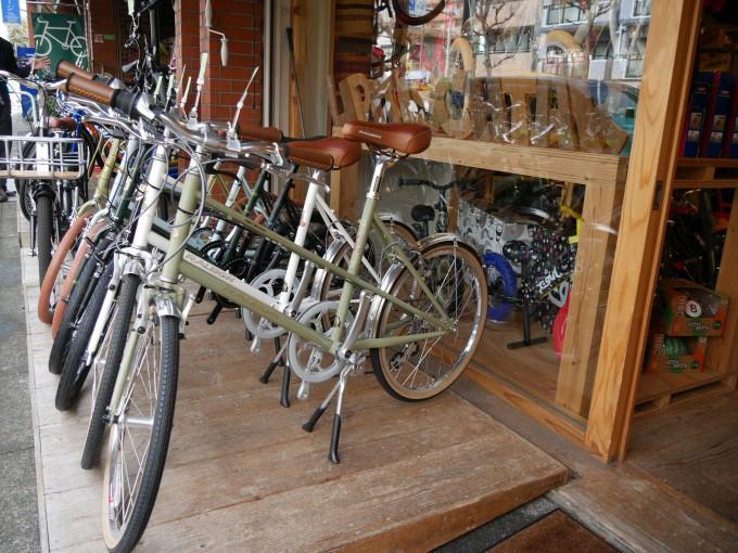 カッコいい自転車をスイスイ〜っと乗りこなす女子、増加中です!