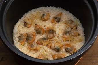 お腹に優しいヘルシー365レシピ「あさりの炊き込みご飯」の出来上がり写真