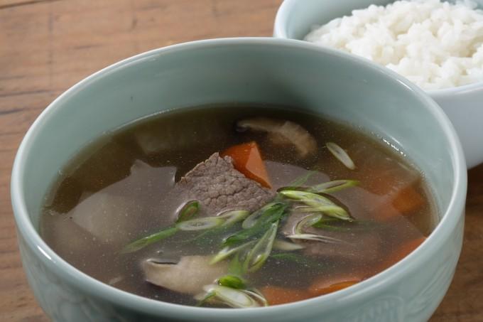 お腹に優しいヘルシー365レシピ「大根・牛肉・にんじん・椎茸のスープ」の出来上がり写真