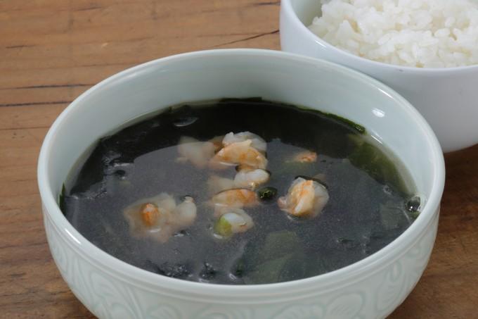 お腹に優しいヘルシー365レシピ「小えび入りワカメスープ」の出来上がり写真