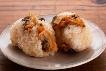 お腹に優しいヘルシー365レシピ「あさりの炊き込みご飯のおむすび」の出来上がり写真