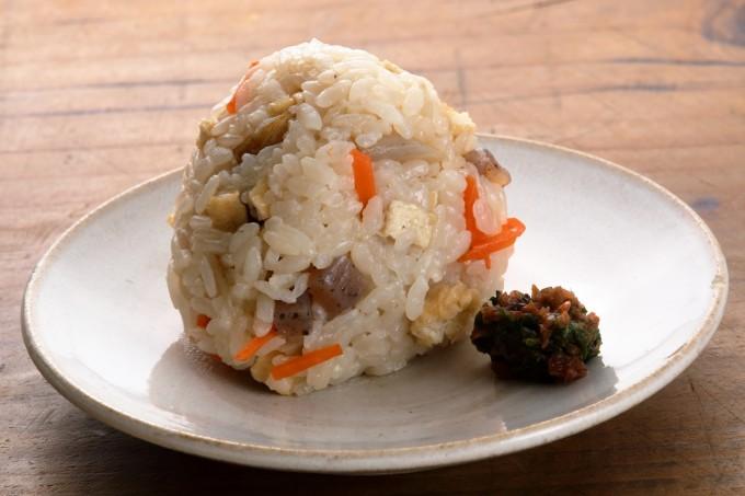 お腹に優しいヘルシー365レシピ「炊き込みご飯のおむすび」の出来上がり写真