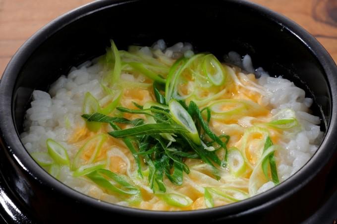 お腹に優しいヘルシー365レシピ「ヘルシーねぎ雑炊」の出来上がり写真