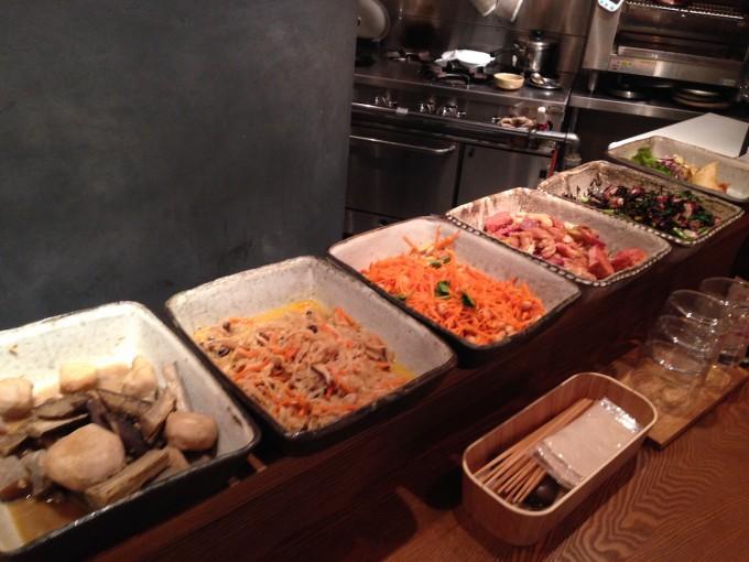 契約農家直送の旬の野菜がいっぱい。渋谷にある「udo」のからだが喜ぶ料理とお酒