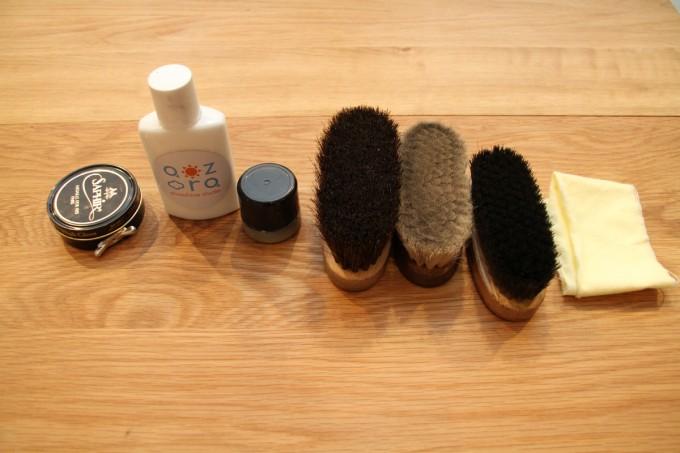 靴磨き職人・明石優さんの靴磨きセットの写真
