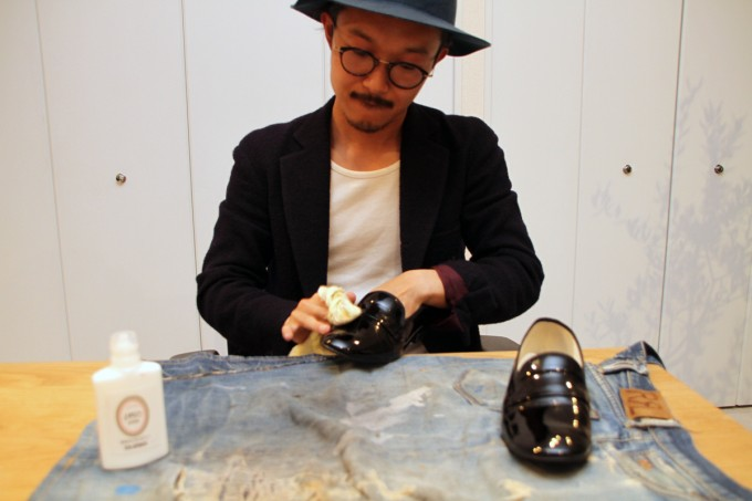 正しい靴磨きの方法