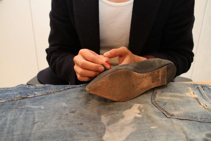 パンプス(スウェード)の靴磨きの方法