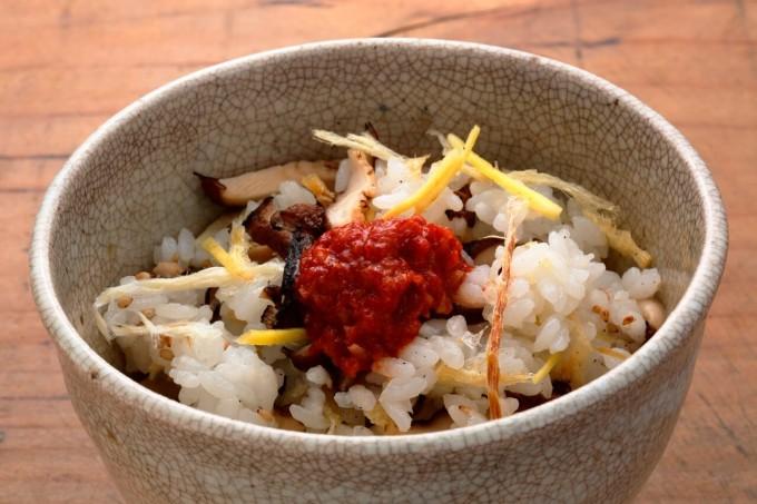 お腹に優しいヘルシー365レシピ「焼き椎茸と干したらの混ぜご飯」の出来上がり写真