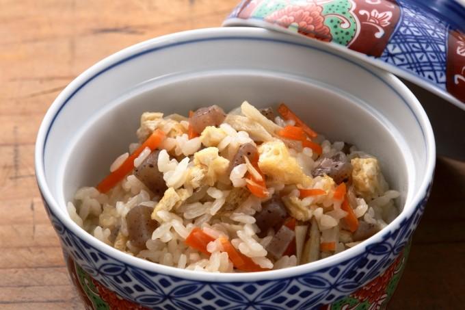 お腹に優しいヘルシー365レシピ「こんにゃく・油揚げの精進炊き込みご飯」の出来上がり写真