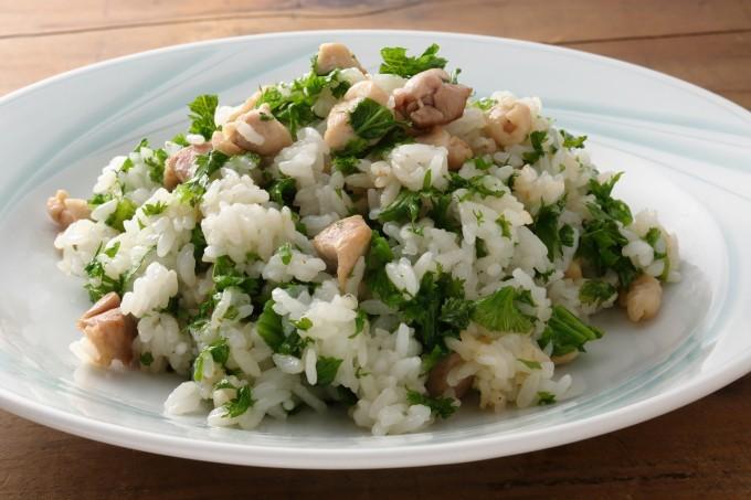 お腹に優しいヘルシー365レシピ「鶏肉と山葵菜のチャーハン」の出来上がり写真