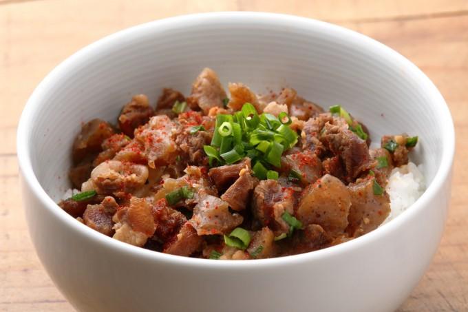お腹に優しいヘルシー365レシピ「牛すじ丼」の出来上がり写真