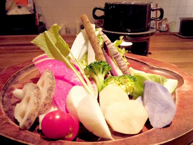 札幌Organic+のおすすめローフード「旬野菜のバーニャカウダ」