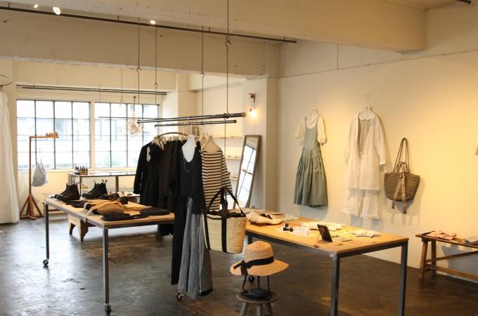 洋服からアクセサリー、生活雑貨、食品など扱うセレクトショップ