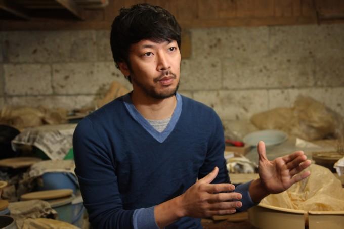 陶芸家・寺村光輔(てらむら こうすけ)さんが「陶芸の面白さ」を語っているところ