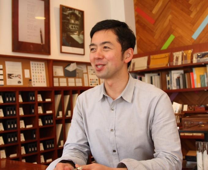 蔵前の文具店「カキモリ」オーナーの広瀬琢磨さんの写真