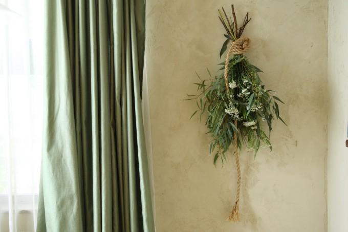 部屋に飾られたスワッグの写真