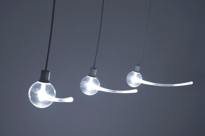 YOY(ヨイ)の残像を敢えて形にしたデザイン照明「SWING」の写真
