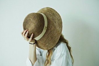 「mature ha.」の麦わら帽子で、自分らしい夏のスタイルへ