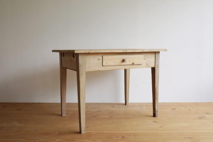 haluta(ハルタ)の家具。オールドパインテーブル
