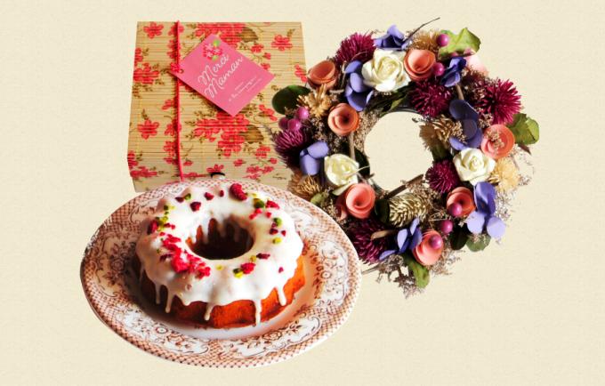 「ア・ラ・カンパーニュ」の母の日セット。お菓子とドライフラワーのリース