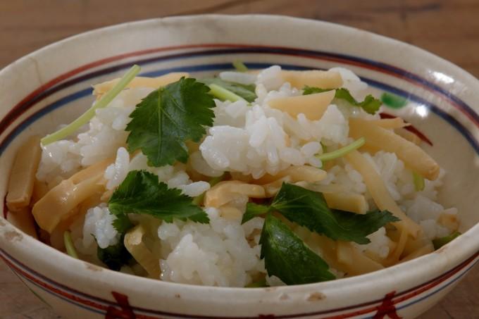 お腹に優しいヘルシー365レシピ「たけのこのさっと煮混ぜご飯」の出来上がり写真