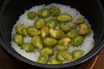 お腹に優しいヘルシー365レシピ「そら豆の炊き込みご飯」の出来上がり写真