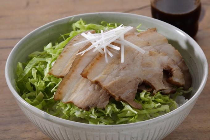 お腹に優しいヘルシー365レシピ「煮豚と千切りキャベツ」の出来上がり写真