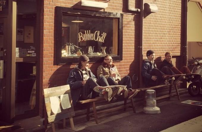 池尻大橋駅東口からすぐのコーヒースタンド「Bubbles Chill COFFEE(バブルズ チル コーヒー)池尻大橋」の外観写真