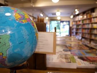旅のあとさき、旅の途中。異国へ想いを馳せる「旅の本屋のまど」
