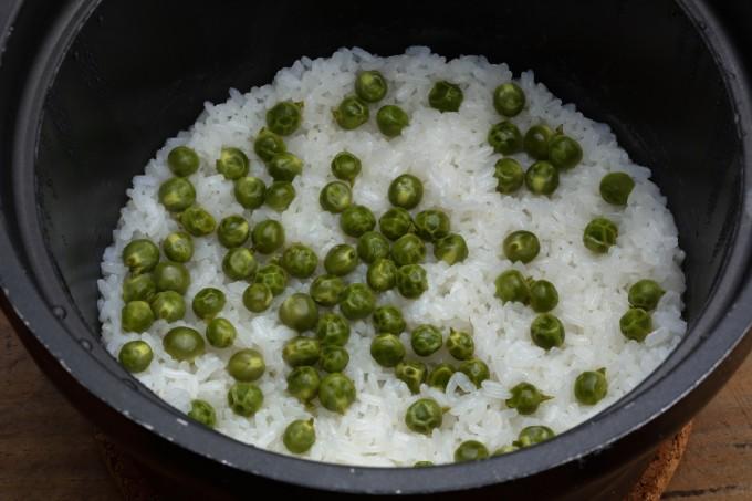 お腹に優しいヘルシー365レシピ「えんどう豆の炊き込みご飯」の出来上がり写真