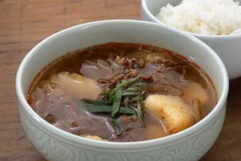 お腹に優しいヘルシー365レシピ「ジャガイモと牛肉のスープとご飯 」の出来上がり写真