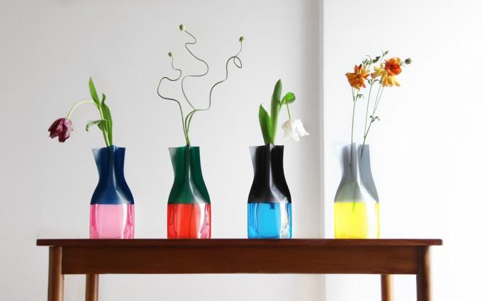 「D-BROS」のツートーンカラーのビニール花瓶の写真