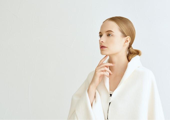 skinware(スキンウェア)のワンマイルウェアを着た女性