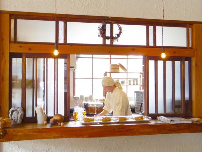 「野菜cafe 廻」の厨房の様子