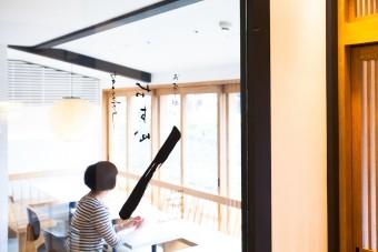 古都・京都と人々を繋ぐ築120年の町家喫茶&BAR「お茶と酒 たすき」