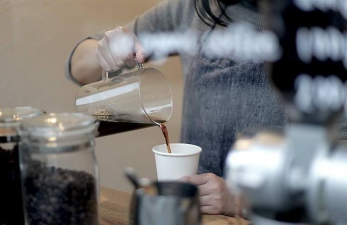 「ブックアンドサンズ」併設のコーヒースタンド