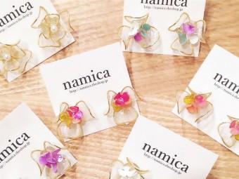 まるでガラス細工のような繊細さ。クリアな輝きが美しい「namica」のアクセサリー