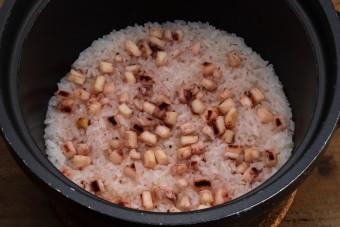 お腹に優しいヘルシー365レシピ「一夜干しいかの炊き込みご飯」の出来上がり写真