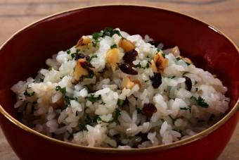 お腹に優しいヘルシー365レシピ「干しぶどう・くるみ・パセリのチャーハン」の出来上がり写真