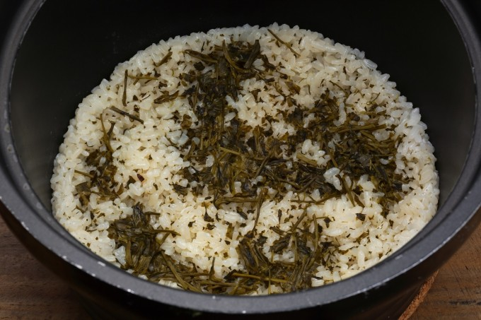 お腹に優しいヘルシー365レシピ「新茶の炊き込みご飯」の出来上がり写真
