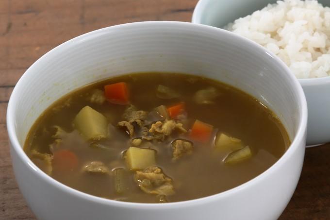 お腹に優しいヘルシー365レシピ「カレースープとご飯」の出来上がり写真