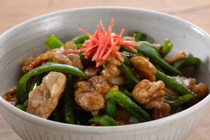 お腹に優しいヘルシー365レシピ「青椒肉絲のっけ」の出来上がり写真