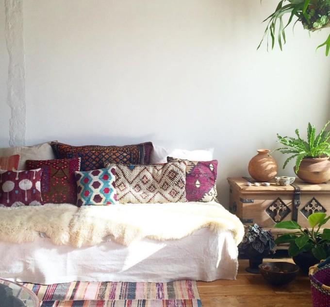 経堂のインテリアショップ「Rungta(ルンタ)」のオリエンタルな家具